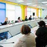 Дмитрий Медведев  предложил обсудить возможность бесплатного проезда для всех школьников в стране