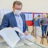 Депутат Мособлдумы Эдуард Живцов проголосовал на счетном участке в Куровском