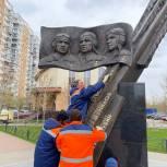 В Люберцах партийцы провели ремонт постамента памятника