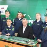 «Парту Героя» установили в Вяземской школе в преддверии Дня Победы