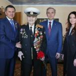 Дважды награжденного за отвагу 97-летнего ветерана поздравили с Днем Победы