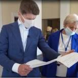 Олег Кожемяко проверил ход предварительного голосования в Артеме
