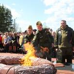 Активисты «Единой России» встретили «Огонь памяти» в регионах