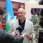 На участке в Одинцовской лингвистической гимназии проголосовал Денис Майданов
