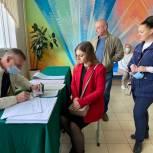 Елена Серова с семьей посетила избирательный участок в Лицее №5 города Королева
