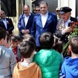 В Хасавюрте «Единая Россия» совместно с Администрацией города провели парад у дома ветерана