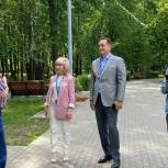 Партийцы осмотрели центральный городской парк около ДК Калинина в Королеве