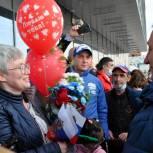 Волонтеры «Единой России» встретили Тамару Тансыккужину в аэропорту «Уфа»