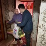 Кандидат предварительного голосования «Единой России» Александр Бондаренко поздравил ветеранов Ленинского района с Днём Победы