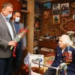 Денис Перепелицын поздравил с наступающим Днём Победы мытищинского военного лётчика Анатолия Асмолова
