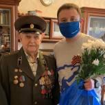 Ветераны Калининского округа принимают подарки и поздравления с Днем Победы