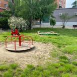 Депутат Краснодарской Гордумы помог установить детскую площадку