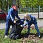 Депутат Воробьев помог благоустроить памятник Защитникам саратовского неба