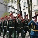 В Сарове военнослужащие исполнили любимые песни для фронтовиков и прошли торжественным маршем в их честь