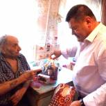 Ветерану передали телефон с бесплатной сотовой связью