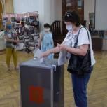 В Волгограде кандидаты предварительного голосования проверяют работу счетных участков