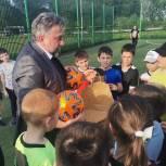 Олег Жолобов подарил мячи юным домодедовским футболистам в День первой футбольной команды