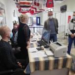 Александр Коган проверил работу участков предварительного голосования в Чехове