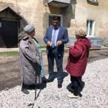 Депутат «Единой России» проверил ремонт дворов в Прокопьевске
