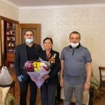 Дагестанские активисты поздравляют ветеранов и узников концлагерей в преддверии Дня Победы