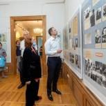 Каширские единороссы поздравили музейных работников с праздником