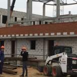 Можайские единороссы побывали на строительной площадке новой школы
