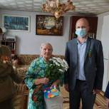 Ветераны и труженики тыла получили подарки и цветы от депутата
