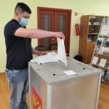 За кандидатов «Единой России» проголосовали в очном формате и дистанционно более 60 тысяч человек