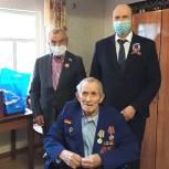 Владимир Ульянов поздравил ветерана из Абатского района