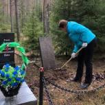 Партийный актив Ленобласти проводит благоустройство памятников