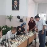 «Единая Россия» организовала сеанс одновременной игры по шахматам международного гроссмейстера с воспитанниками интерната сирот