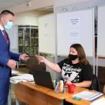 Кандидат Роман Володин проверил работу участковых счетных комиссий в Красногорске