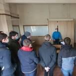 Щелковские сторонники партии организовали для студентов колледжа экскурсию на мебельную фабрику
