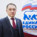 Депутат Госдумы Олег Быков передал продуктовые наборы и защитные маски малообеспеченным семьям Барнаула