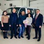 Семье с восемью детьми из Нижнетавдинского района подарили новый автомобиль