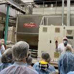 Победа со вкусом шоколада: Школьным отличникам из Центрального округа подарили путешествие на фабрику по производству сладостей