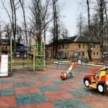 На «Красной поляне» в поселке Строитель появилась детская площадка
