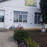Депутат помог установить окна в детском саду