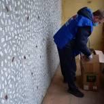 Лосино-Петровские единороссы помогли жителю в уборке балкона