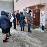 Жители  магаданской пятиэтажки обратились  за помощью к депутату  Петру Голубовскому