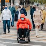 Химкинские единороссы проверили доступность пеших маршрутов для маломобильных жителей