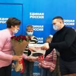 День матери: парламентарий поздравил многодетных мам Заводского района