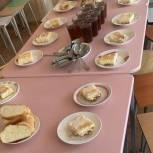Дмитрий Плеханов совместно с родительским сообществом проверили организацию горячего питания в школе Энгельса