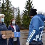 Депутат Денис Иванов передал медицинские маски в Псковский Погранично-таможенно-правовой лицей