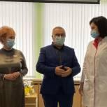 Ирина Солнцева и Сергей Писарев вручили награды врачам госпиталя для больных коронавирусом