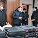 «Единая Россия» передала аккумуляторы и портативные газовые печки в пункты временного размещения в городе Артем в Приморье