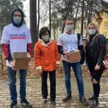 Волонтеры спешат на помощь: Ирина Роднина посетила волонтерский центр в Дубне