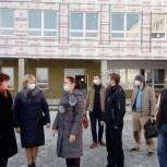 Депутат местного совета, член фракции «Единая Россия» проверила ход строительства школы в Электростали