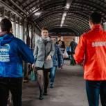 Шерзод Атаев и волонтёры минтранса проверили масочный режим на станции Химки