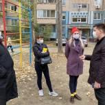 Депутат поможет с установкой спортивного оборудования для детской площадки в саратовском дворе